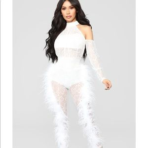 BNWT come away with me feather jumpsuit sz l FN